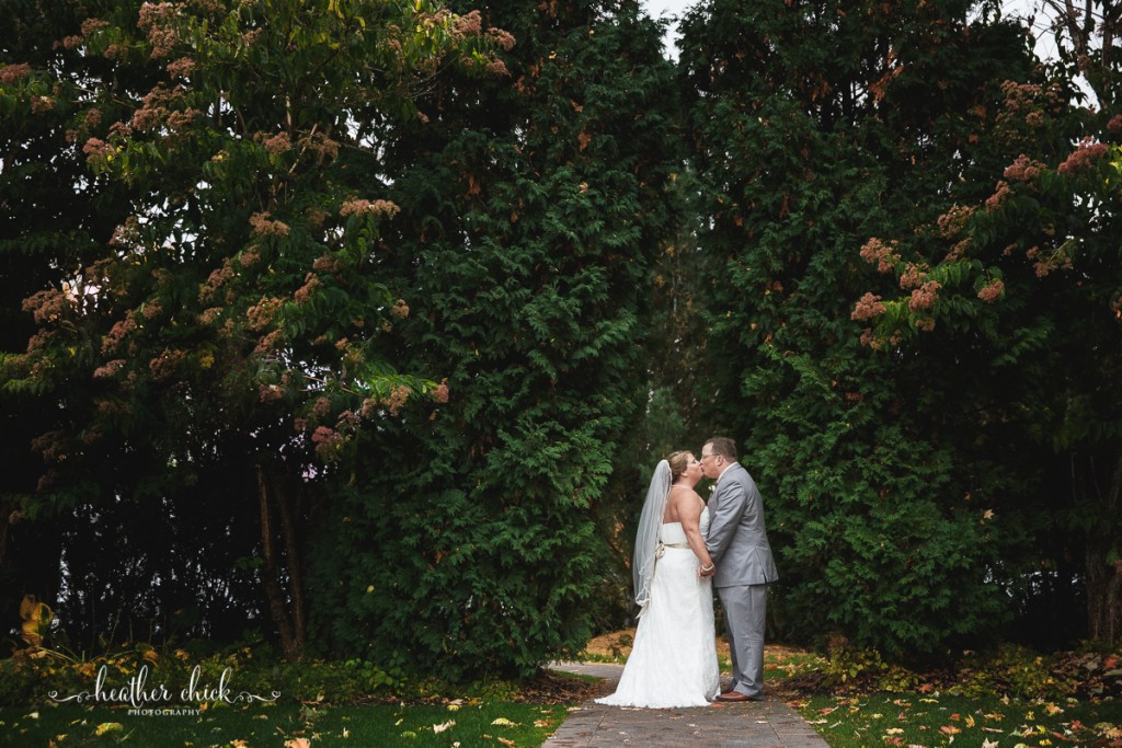 chocksett-inn-wedding-ma-wedding-photographer-heather-chick-photography-114-3j4a3585