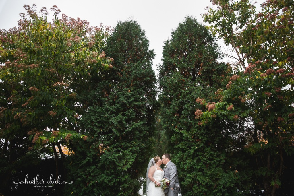 chocksett-inn-wedding-ma-wedding-photographer-heather-chick-photography-123-3j4a3755
