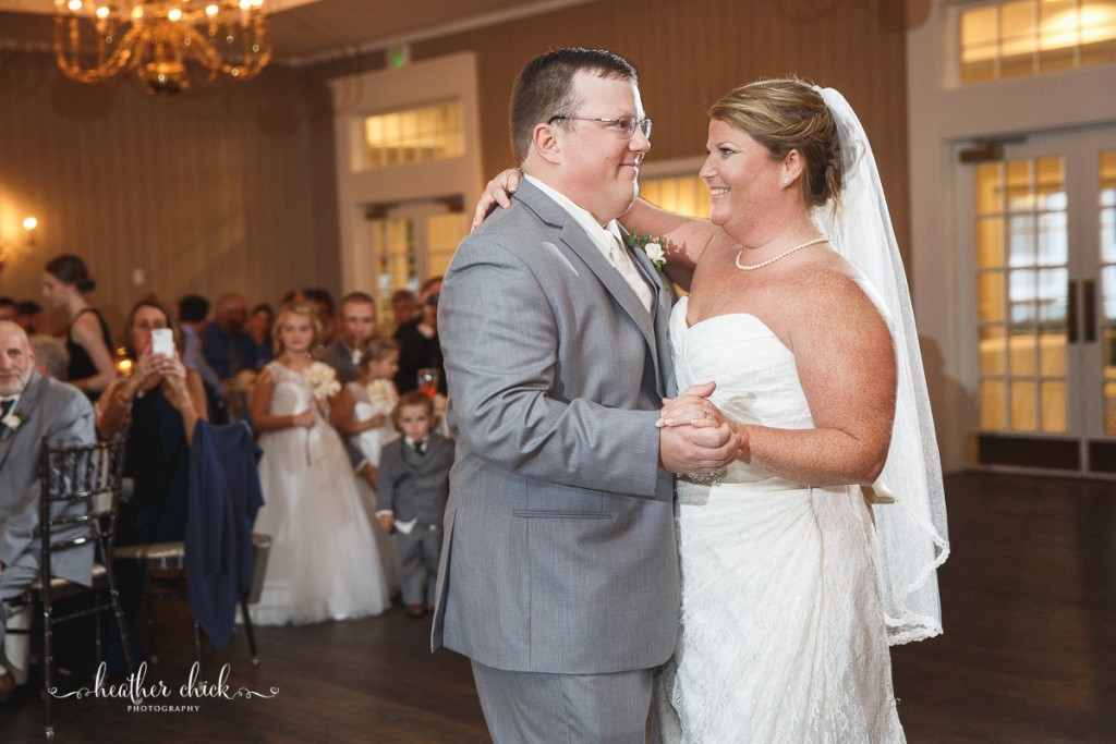 chocksett-inn-wedding-ma-wedding-photographer-heather-chick-photography-130-3j4a4044