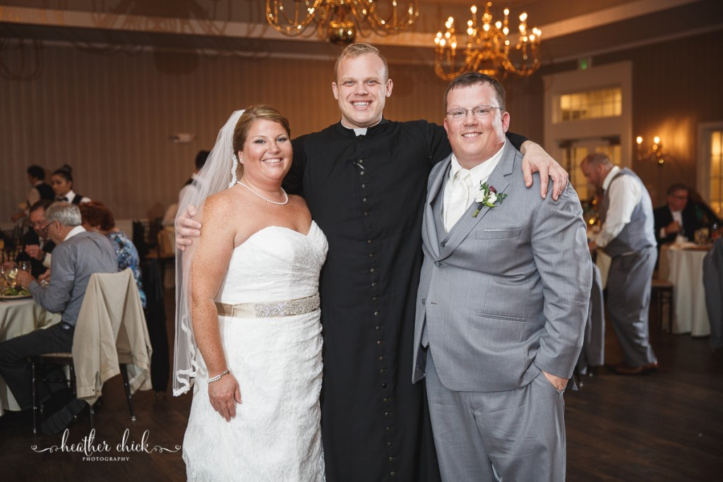 chocksett-inn-wedding-ma-wedding-photographer-heather-chick-photography-141-3j4a4187