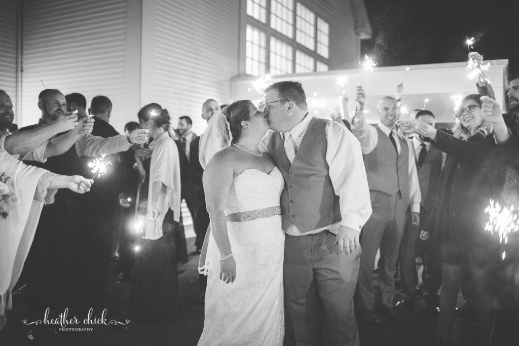 chocksett-inn-wedding-ma-wedding-photographer-heather-chick-photography-186-3j4a5717